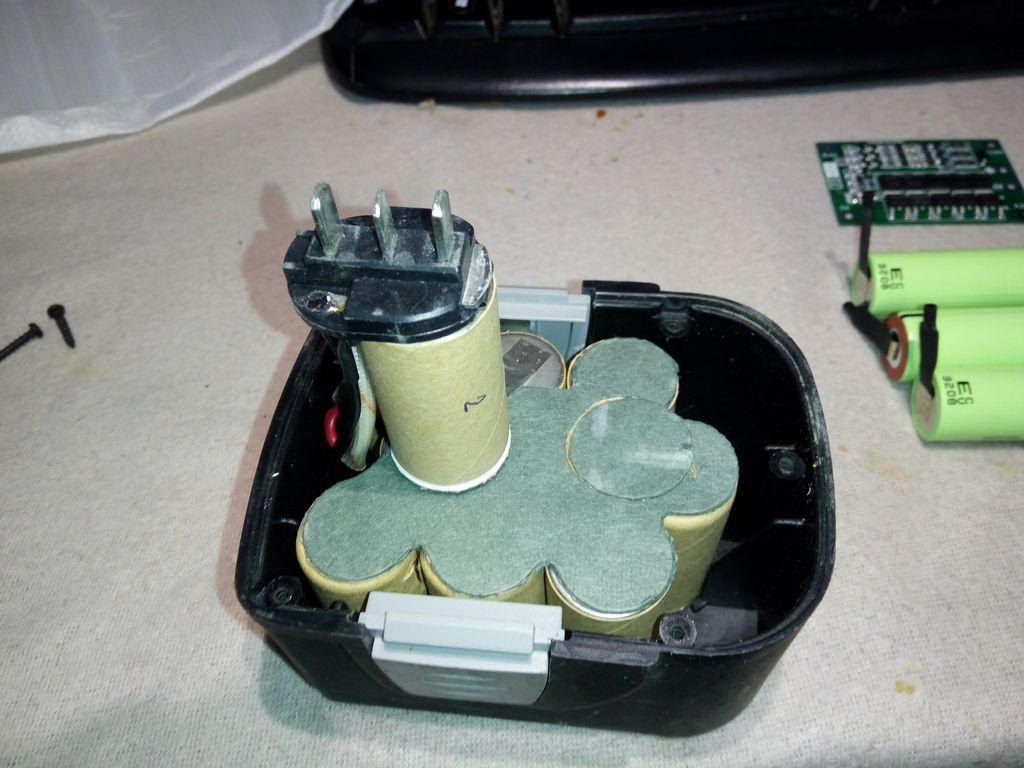 Разбираем корпус батареи